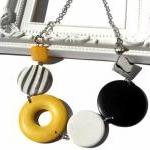 Chunky necklace in yellow, ..