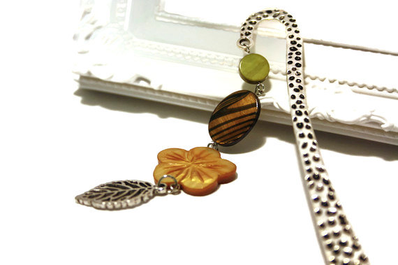 Bookmark with pendant. Beaded bookmark. Perfect gift for readers, teachers and any book lover. Green and brown shell beads. Ready to ship.