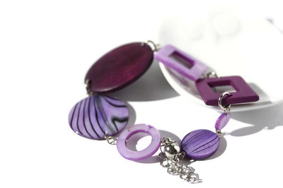 Purple chunky bracelet with magnetic clasp. Beaded bracelet in purple. Ready to ship.