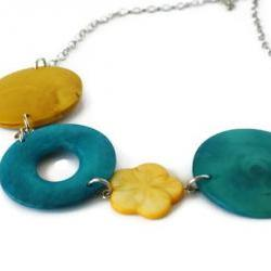 Chunky necklace in yellow and teal. Perfect spring and summer fashion. 