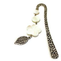 Beaded bookmark. Perfect gift for readers, teachers and any book lover. White shell beads. Ready to ship.